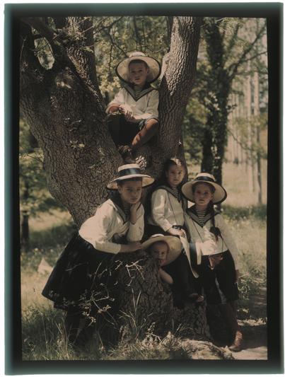 http://contents.internazionale.it/wp-content/flagallery/russia-a-colori-50s/08_pressimage-l-piotr-vedenisov-autochrome-1909-1914.jpg