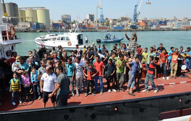 Catania, sbarcati 147 migranti$