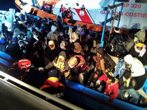 Catania, immigrati siriani in fuga dal Palaspedini$