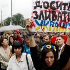 Una manifestazione a Kiev, in Ucraina, contro gli attacchi dei separatisti filorussi nell'est del paese. (Valentyn Ogirenko, Reuters/Contrasto)