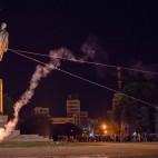 I manifestanti abbattono una statua di Lenin, la più grande d'Europa, a Charkiv, in Ucraina. (Igor Chekachkov, Ap/Lapresse)