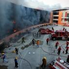 Il palazzo del governo di Guerrero a Chilpancingo, in Messico, incendiato durante le proteste per gli studenti scomparsi. (Felix Marquez, Ap/Lapresse)