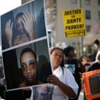 Una marcia a Los Angeles contro l'uso della violenza da parte della polizia. (Lucy Nicholson, Reuters/Contrasto)